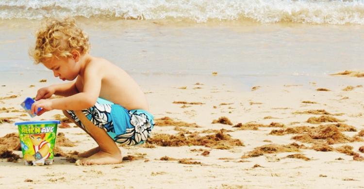 Leker på stranden